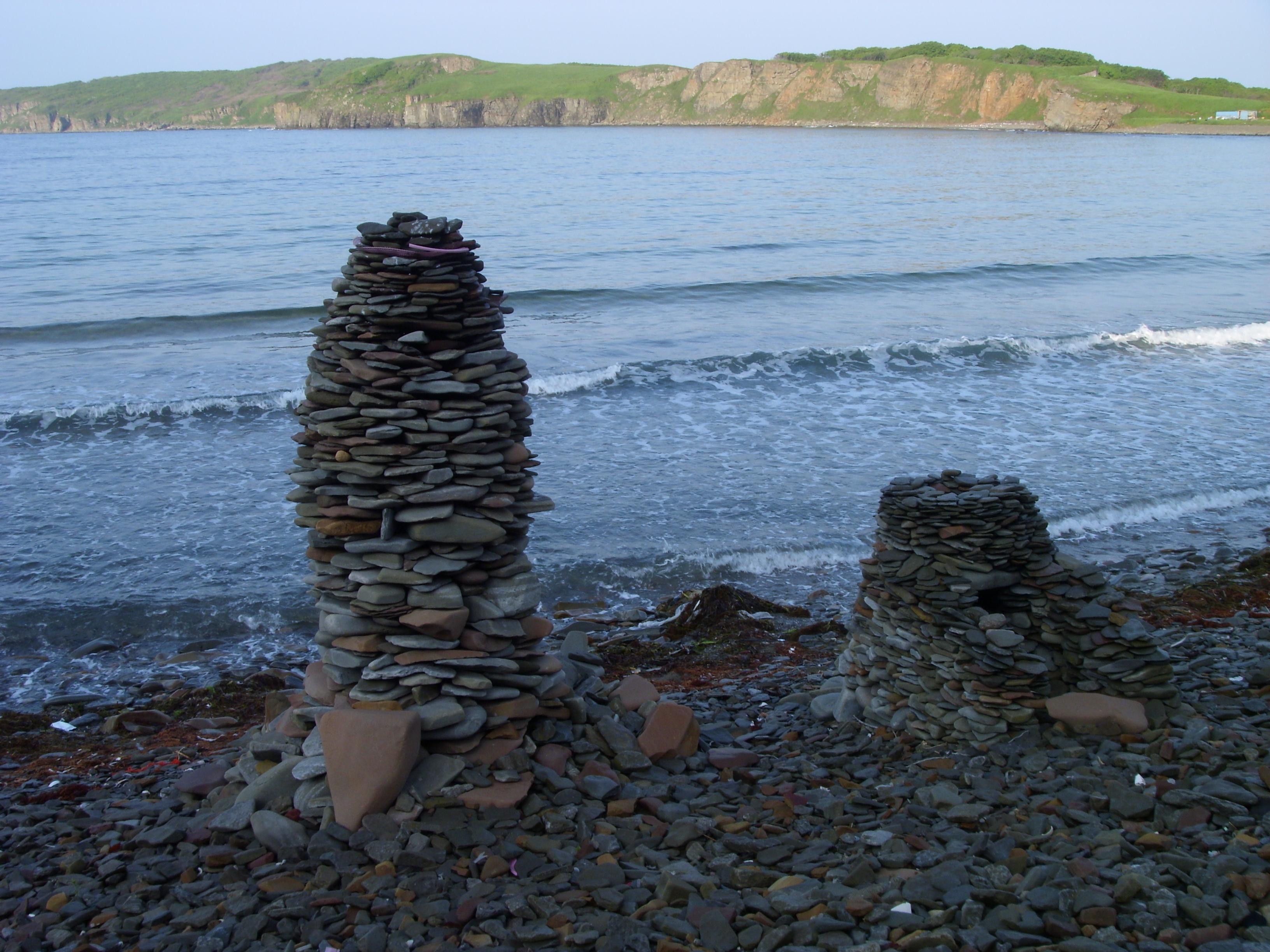 пирамидки из камня